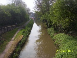The canal at Wilmcote, heading towards Stratford